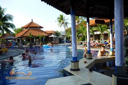 poolbar hotel kuta beach club