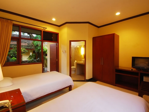 yulia beach inn kuta deluxe room