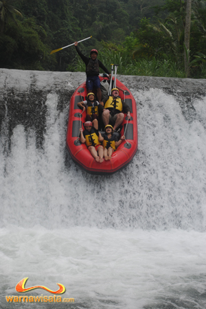 jumping point 4 meter, fun rafting telaga waja